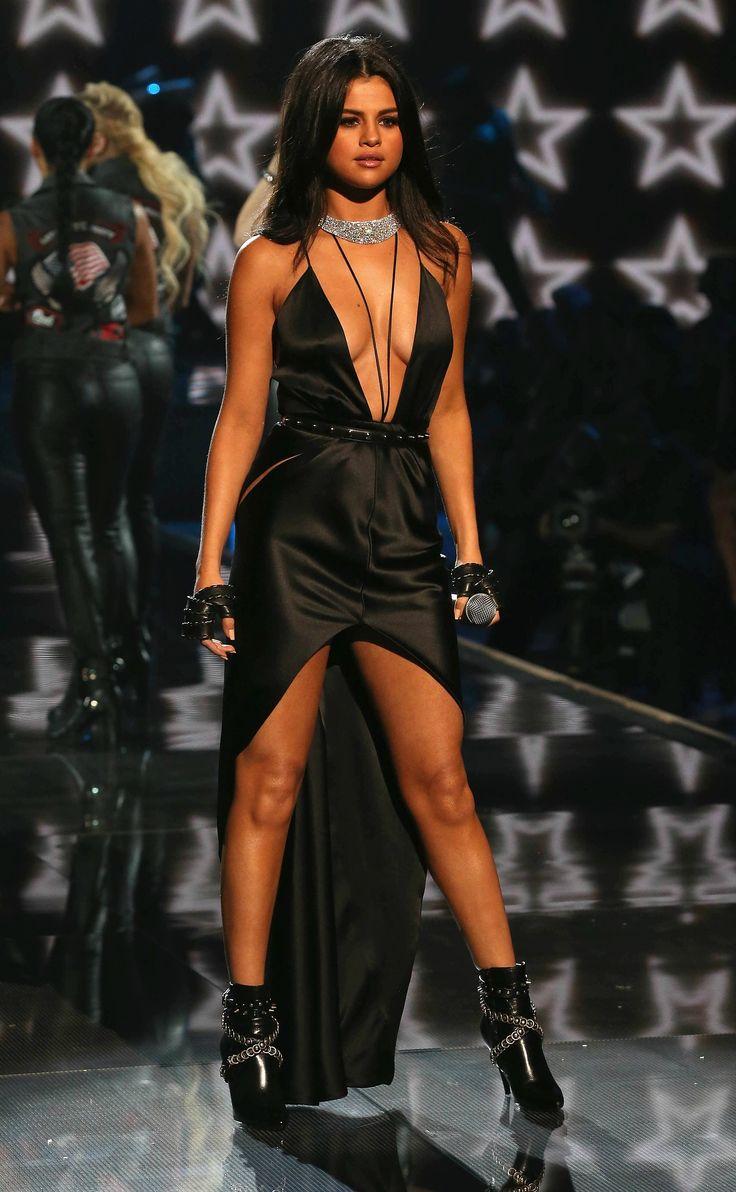 1000 Ideas About Selena Gomez Black Dress On Pinterest
