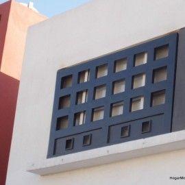 Rejas modernas de herrería artística instaladas como protección de ventanas