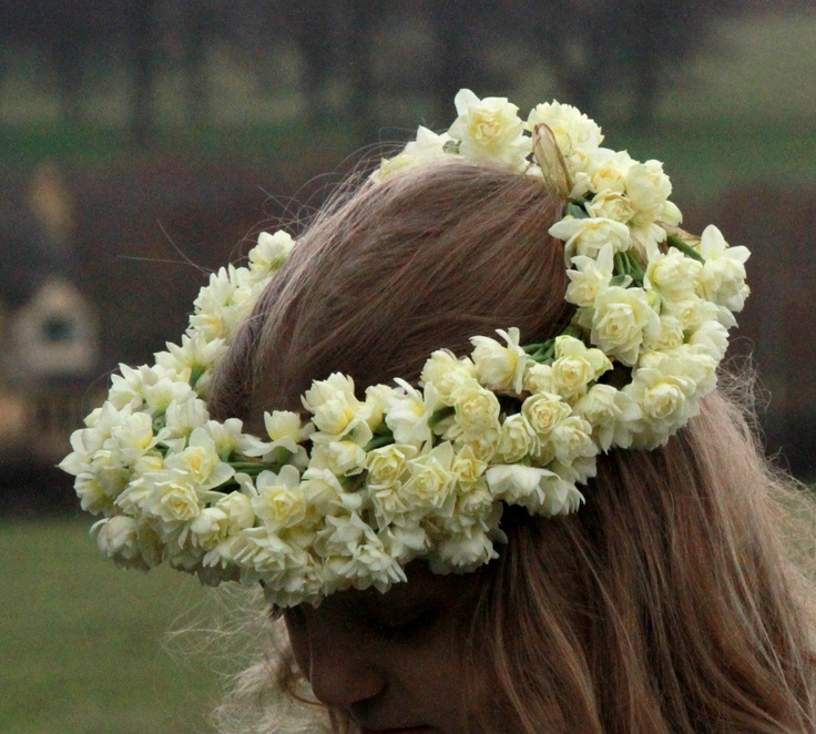 Tiny narcissus flowers create a large yet very delicate floral crown. By Lilyfee Floral Designs