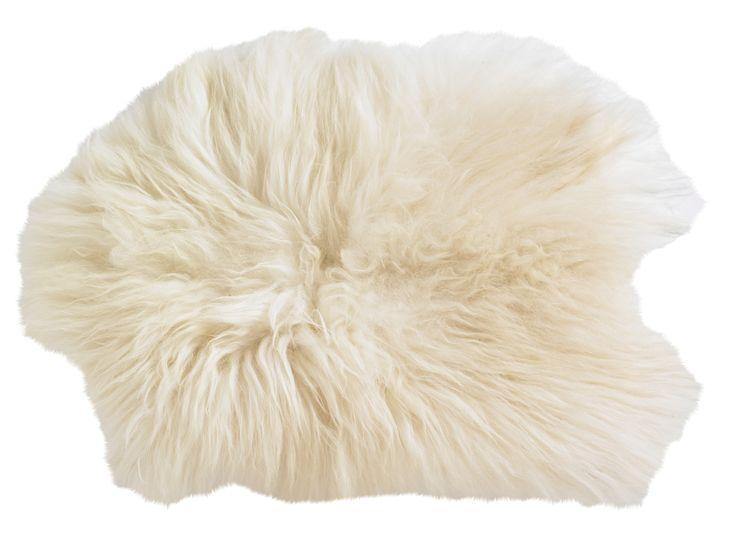 Pure Luxe! Deze sfeervolle witte plaid is een dierenvel gemaakt van Lodskin iceland lamswol en heeft een extra zachte feeling. De wat langere haren zijn helemaal hot op het moment. Breng meer warmte in huis of buiten om deze mooie plaid over de stoel te leggen, bij de openhaard, op de grond, op bed, of op de leuning van je bank. Dit vacht meet 50x90 en is vervaardigd van lamswol. Deze warme plaid is afkomstig van het merk Deense merk Nordal.