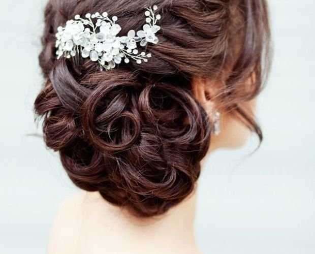 coiffure mariage tresse laterale-chignon-bas-boucle