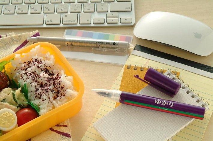 三島食品】 ゆかり® (ペンスタイル)6g まさかのサインペン型ふりかけ登場! ビジネスランチにバッグやポケットから取り出して!