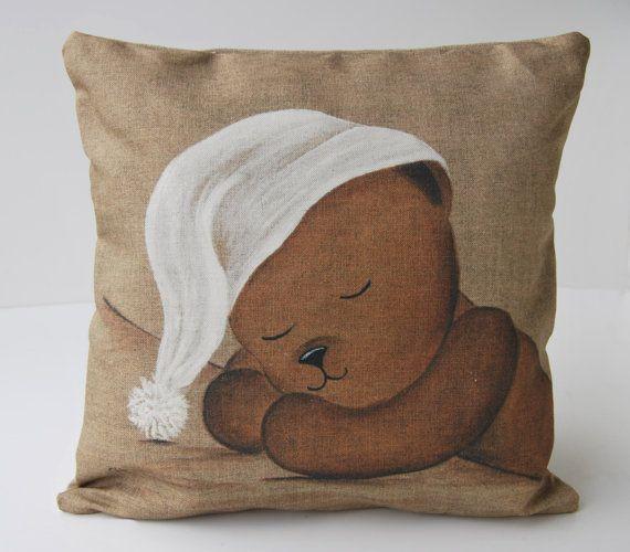 Coussin housse shabby chic « Teddy bear dormeur » chambre d'enfant, cadeau bébé, art de pépinière, décor Français de Paris, rendu en français