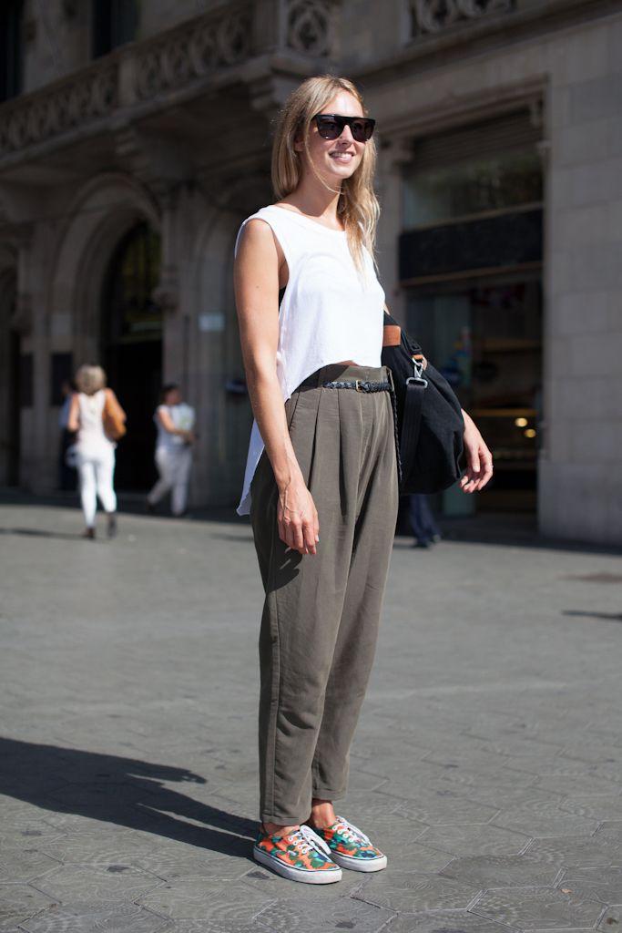 Street Style. Pantalón en cintura. Barcelona, tendencias.