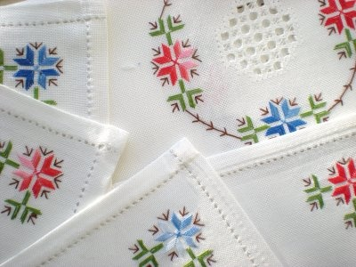 Lagartera: tablecloth and matching napkins