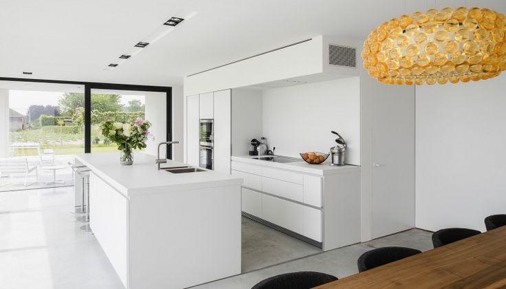 bulthaup living kitchen door ABSBouwteam   http://www.absbouwteam.be/een-selectie-realisaties/gezellig-gezinsleven   Beeld 2 #absbouwteam #absoluutarchitectuur #kitchen #keuken #bulthaup