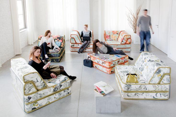 Kolekcja, która pozwala bawić się meblem. Moduły nie są ze sobą połączone, w każdej chwili można zmienić ich ustawienie, w zależności od potrzeb. Duży narożnik może stać się np. sofą z fotelami albo dwiema sofami. Każde z siedzisk można zmienić w miejsce do spania - wygodne jak łóżko w sypialni.Z tą kolekcją nie sposób się znudzić!   http://www.mega-meble.pl/meble-tapicerowane/fancy.html