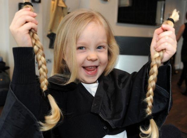 Συναντήσαμε τους εμπνευστές του πρώτου ελληνικού σωματείου δωρεάς μαλλιών σε παιδιά που πάσχουν από καρκίνο.
