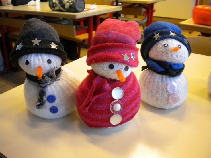 """Bricolage de Noël : le bonhomme de neige """"chaussettes"""" - Un monde meilleur Un monde meilleur"""