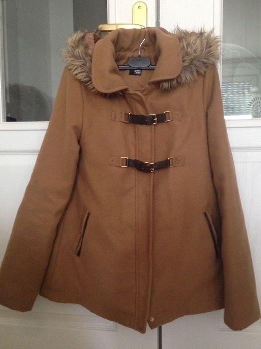 Bonjour à toutes !  Je vends ce joli duffle coat acheté au magasin pimkie il y a quelques années. il est en très bon état ...