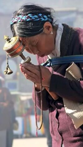 """""""Do not pray for an easy life, pray for the strength to endure a difficult one""""    ~  Bruce Lee  * Tibet Compassion   ॐ lis"""