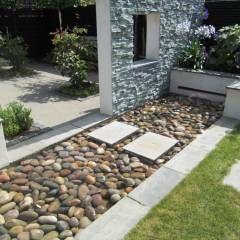 Jardines de estilo moderno por Linsey Evans Garden Design