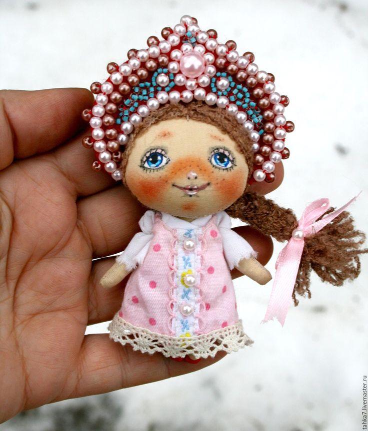 Fabric beaded brooch / Купить Брошь девочка народная. Брошь куколка. - розовый…