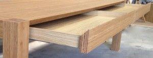 Bamboe tafel met lades detail