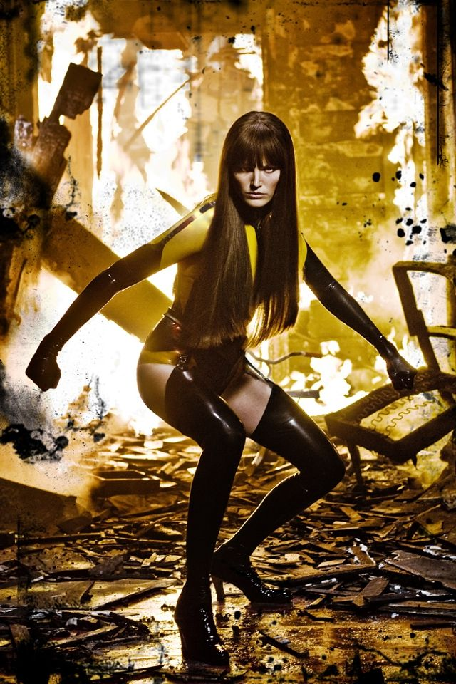 Normally I'm not a fan of latex, but I have to say I loved Michael Wilkinson's costume design for the Silk Spectre II.  I was, however, let down by Dr. Manhattan (gigantic black undies? seriously?).  But Silk Spectre II's costume was totally bad ass.