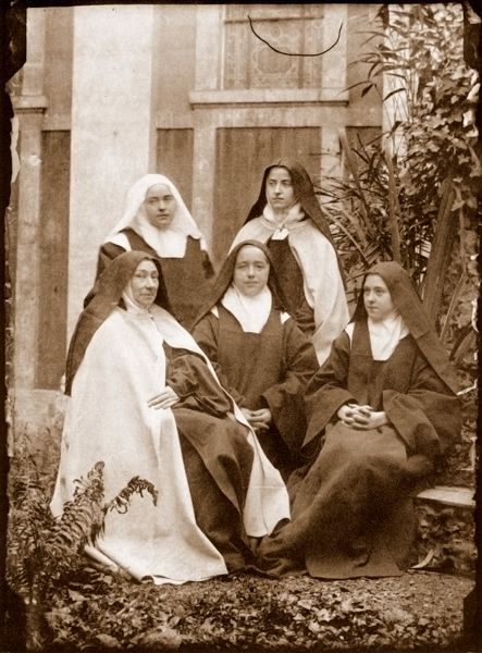 sainte-Therese-de-Lisieux 09 with her real blood sisters ( all went into the same convent !) and the elderly Mother Siperior