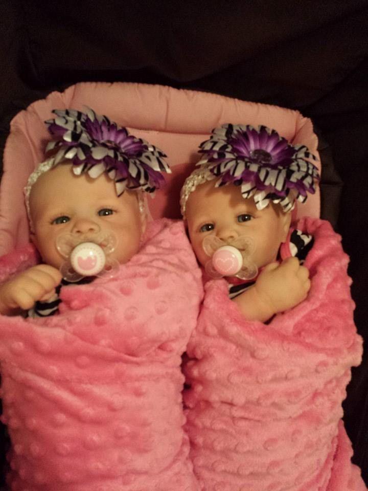 Twin Reborn baby's Violet and Savannah kits