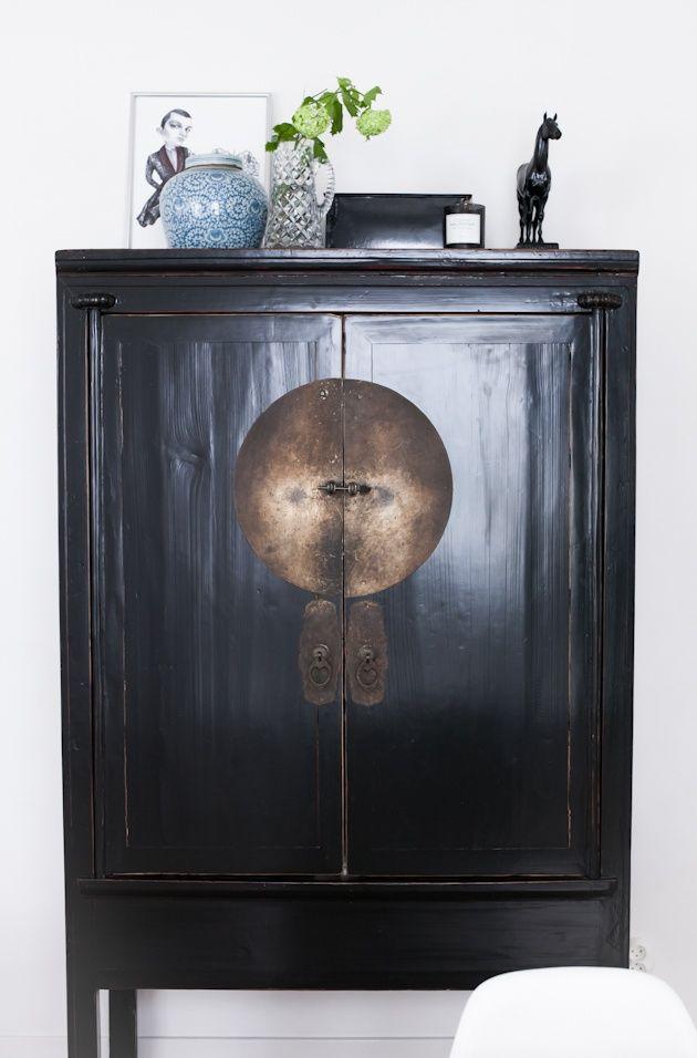 Chinese Style Cabinet Again For The Bedroom Or My Studio Without All The Junk On Top Chinesische Mobel Asiatische Dekoration Asiatische Inneneinrichtung