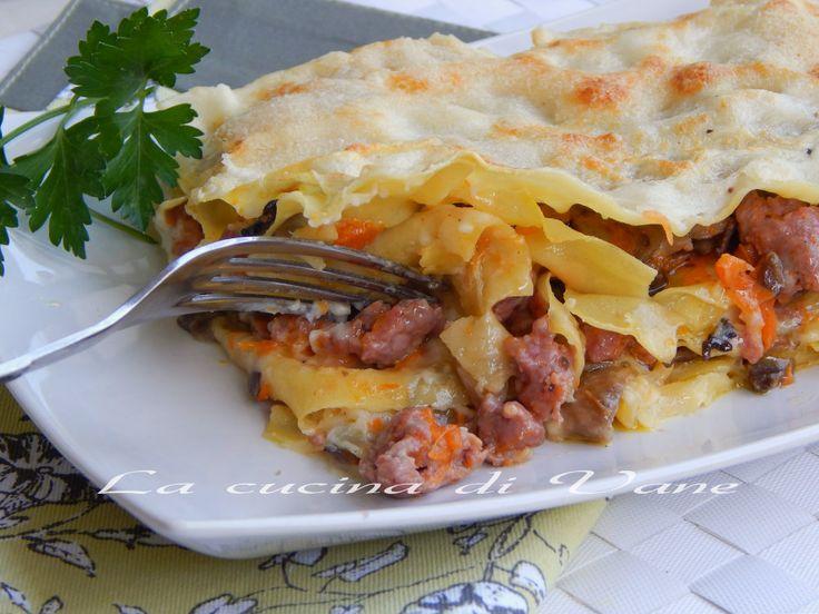 lasagne zucca funghi salsiccia ricetta primo goloso facile da fare. ricetta pasta al forno con zucca. ricetta primo piatto autunnale