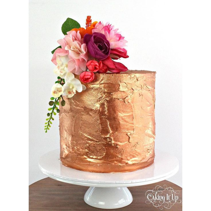 {rose gold}  One tier textured tier painted rose gold and dressed with some vibrant flowers. Cake was a deliciously yummy lemon flavour. #lemoncake #rosegold #texture #florals #cake #cakes #handpainted #sydneycakes #sydneycakedecorators #cakingitup