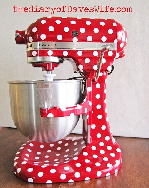 polka dot kitchen aid using vinyl from Kristie- Diary of Dave's Wife. I'm totally covering my kitchen aid and then the blender, knif block, ice cream machine, and french press are next. hahaha. i love it
