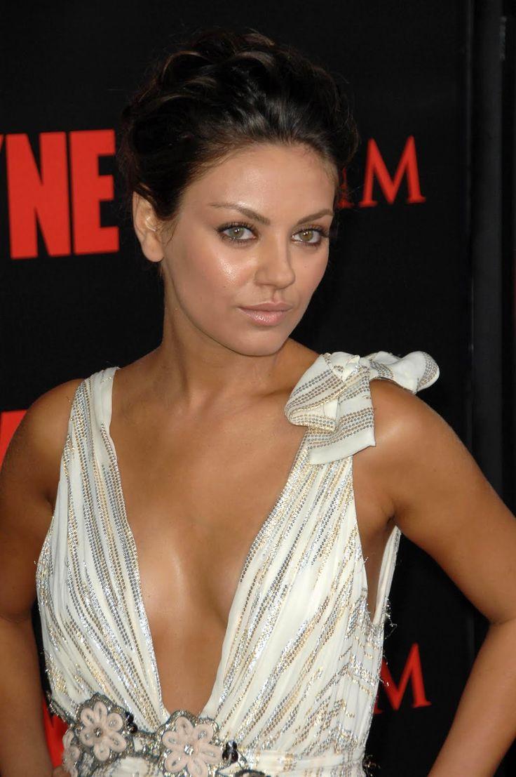 Mila Kunis | Mila kunis, Oscar dresses, Pretty outfits