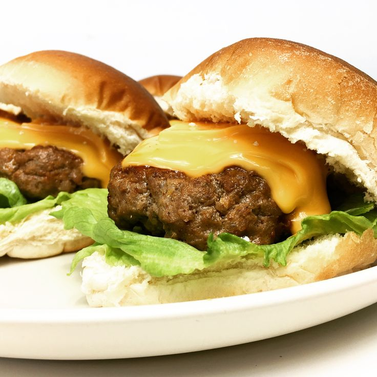 Je kunt natuurlijk een zakje hamburgerkruiden in de winkel halen, net als ik vroeger. Maar als je de kruidenmix zelf samenstelt, weet je precies wat je eet!