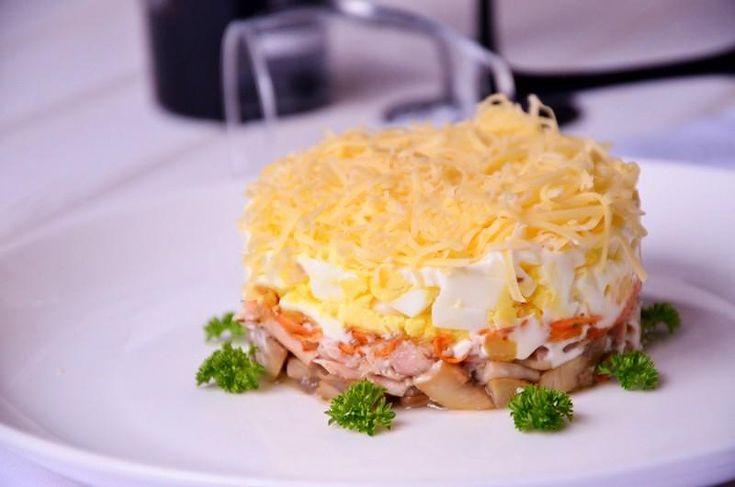 Вкусный салат тунец сыр яйцо