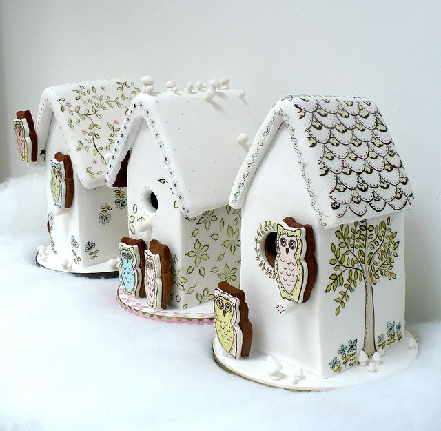 how cute are these! Hand painted gingerbread houses!