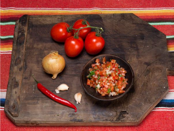 "Enkel salsa ""fresca"" (pico de gallo)"