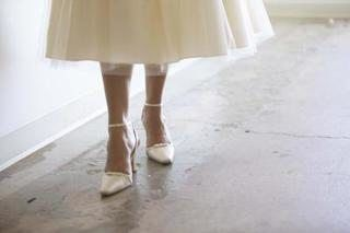 how to get white satin shoes clean
