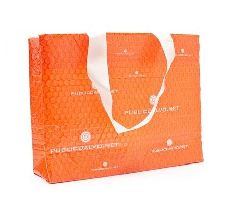 Sacola Plástico Bolha Laranja com alça em gorgorão → Sacola com adesivo e alça de ombro em gorgurão branco.    Embalagem para divulgação.    Esta embalagem é produzida com plástico bolha 120 gramas e laminada com filme transparente.