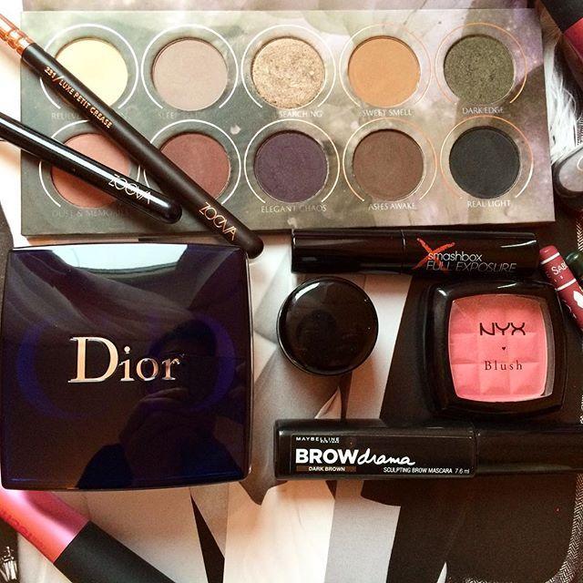 Мой любимый утренний хаос . Это продукты красоты, которые я использую в #макияже сейчас чаще всего #фаворитызимы