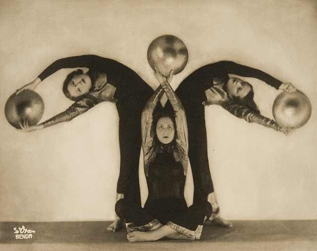 """Arthur Benda, ""Der Tanz mit den goldenen Scheiben"", (""La Danza con i dischi d'oro""), 1931, (UniCredit Art Collection – The Fotografis Collection Bank Austria at the MdM..."