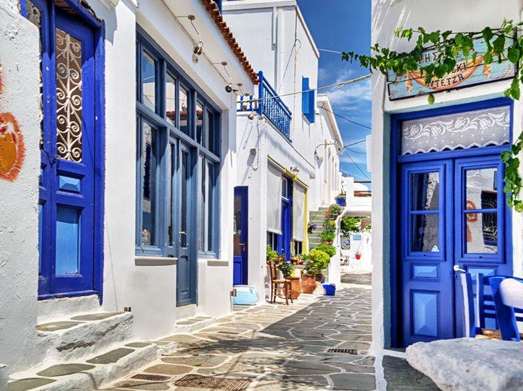 Chora on Kythnos island – Photo by Sotiris Lambadaridis