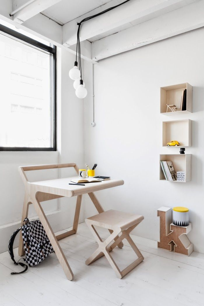 Rafa-kids new K desk - Very good idea to accommodate a small working station in a kid's bedroom