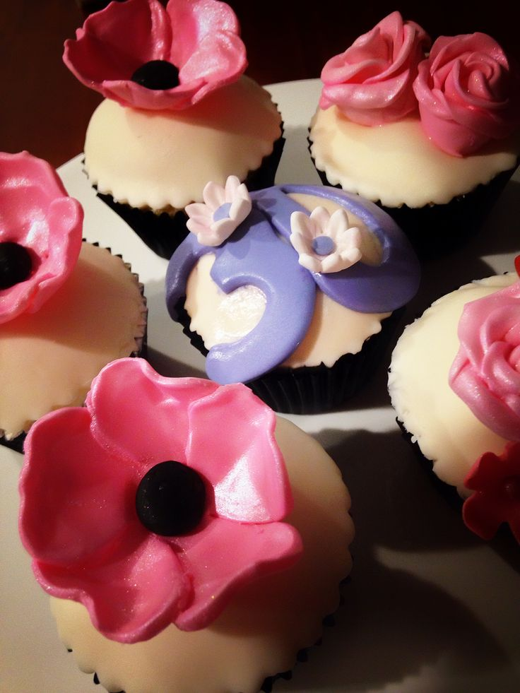 Vanilla & Strawberry Cream Cupcakes with Flower Toppers
