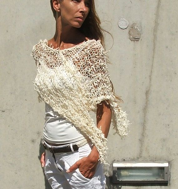 Cream Poncho / Cream Ribbon Wedding Poncho. di ileaiye su Etsy, $60.00