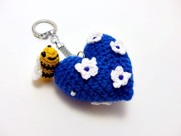 'kékfestő' tavasz szíve kulcstartó méhecskével / heart of spring keychain in blue and white with bee