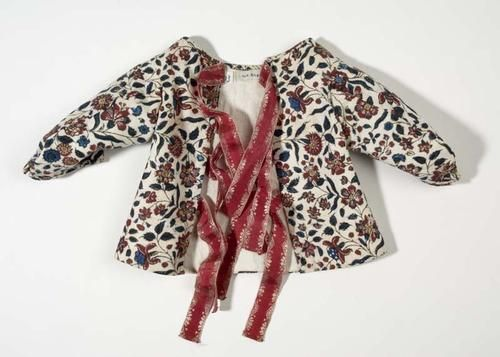 Infant's jacket, The Netherlands, 18th century. Block printet cotton with floral motifs, red silk ribbons, linen lining.