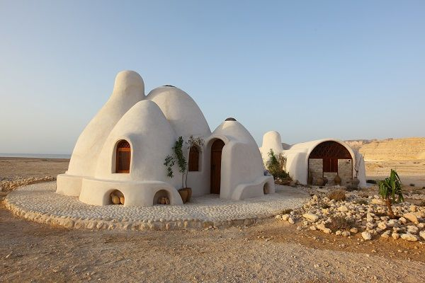 Earthbag Home in Desert, one of many lovely earthbag designs to see at this comprehensive website, which also has nice images of bamboo, cob, several kinds of domes, earthbags, earthships, ferrocement, pyramid, underground and more kinds of homes. Well worth a look at the site... it was a high point for me when I discovered it!