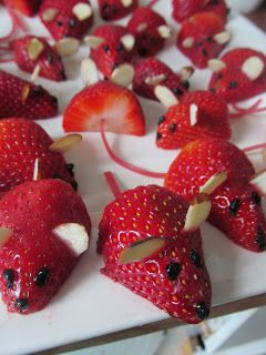 Strawberry Mice Fun food Helthy snacks for kids Fruit dessert Simple Easy Quick Decoration buffet party +++ Ratones de fresa divertida sana saludable postre para fiesta de niños Infantil comida de fruta fresca