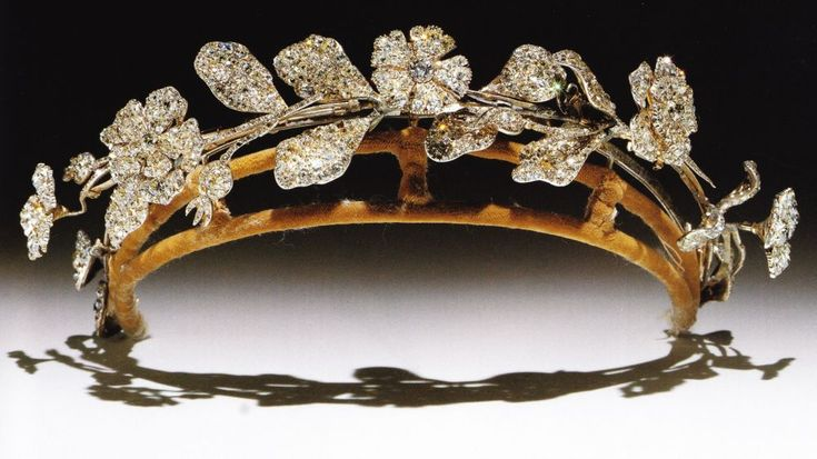 Caroline Lamb Diamond Floral Tiara. In the form of wild roses and carnations en tremblant, composed of 2 early 19th century jewels, rearranged in the late 19th century.  (Munn's Tiaras Past and Present)