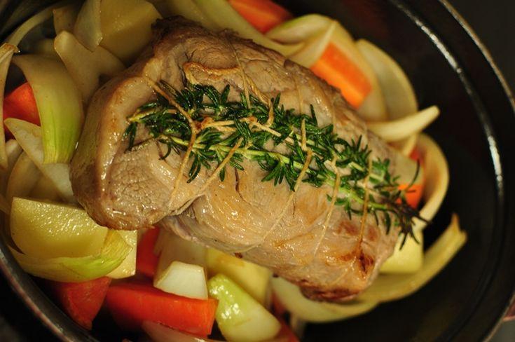 昨日の続きです。 クリスマスディナーのメイン料理のポットローストです。   豚肩ロースのブロック500gくらいですが、塩・砂糖を大さじ1ずつ揉...