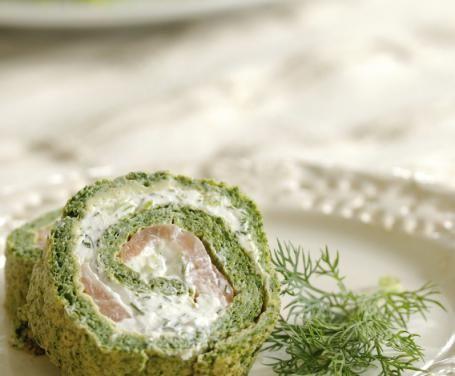 Tra i secondi piatti che è possibile trovare sulle tavole degli italiani, il rotolo agli spinaci è un'idea insolita ma che piacerà a tutti i vostri ospiti.