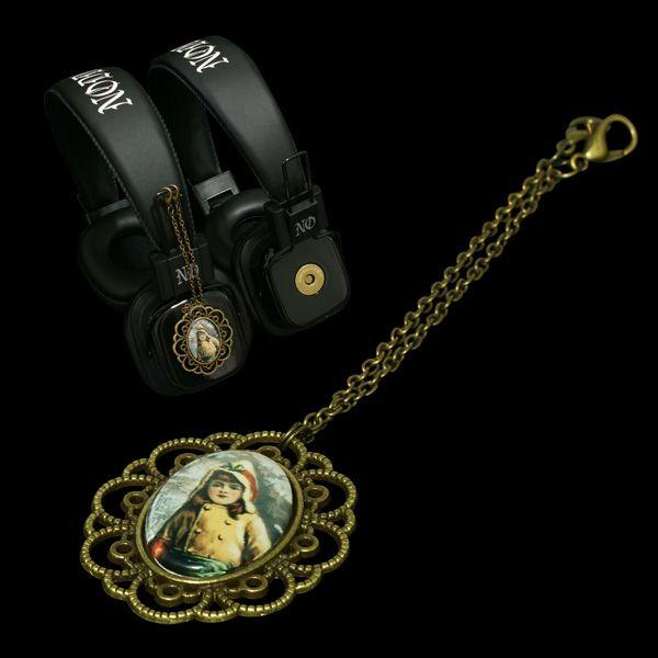 Headphones with attachable pendants  #subculture #victorian #retro #vintage #comics #cartoon #characters #alternative #underground #collection #collectibles #style #stylish #cute #kid #raincoat #anime #music #headphones #pendants