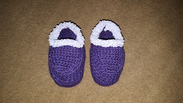 Ravelry: Project Gallery for Baby Moccasins and Mukluks pattern by Ruby Needles. Crocheted by vegasangelbrat