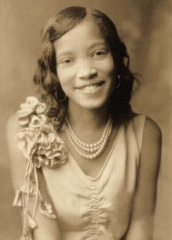 +~+~ Vintage Photograph ~+~+  Beautiful, cheerful, young woman 1920