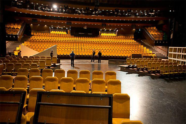 Tampereen Työväen Teatterilla on keskimäärin 15 ensi-iltaa vuodessa. Näiden lisäksi on vierailuja. Teatteri vetää noin 200 000 katsojaa vuodessa.