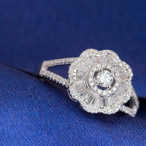 Inel din aur cu diamante C086
